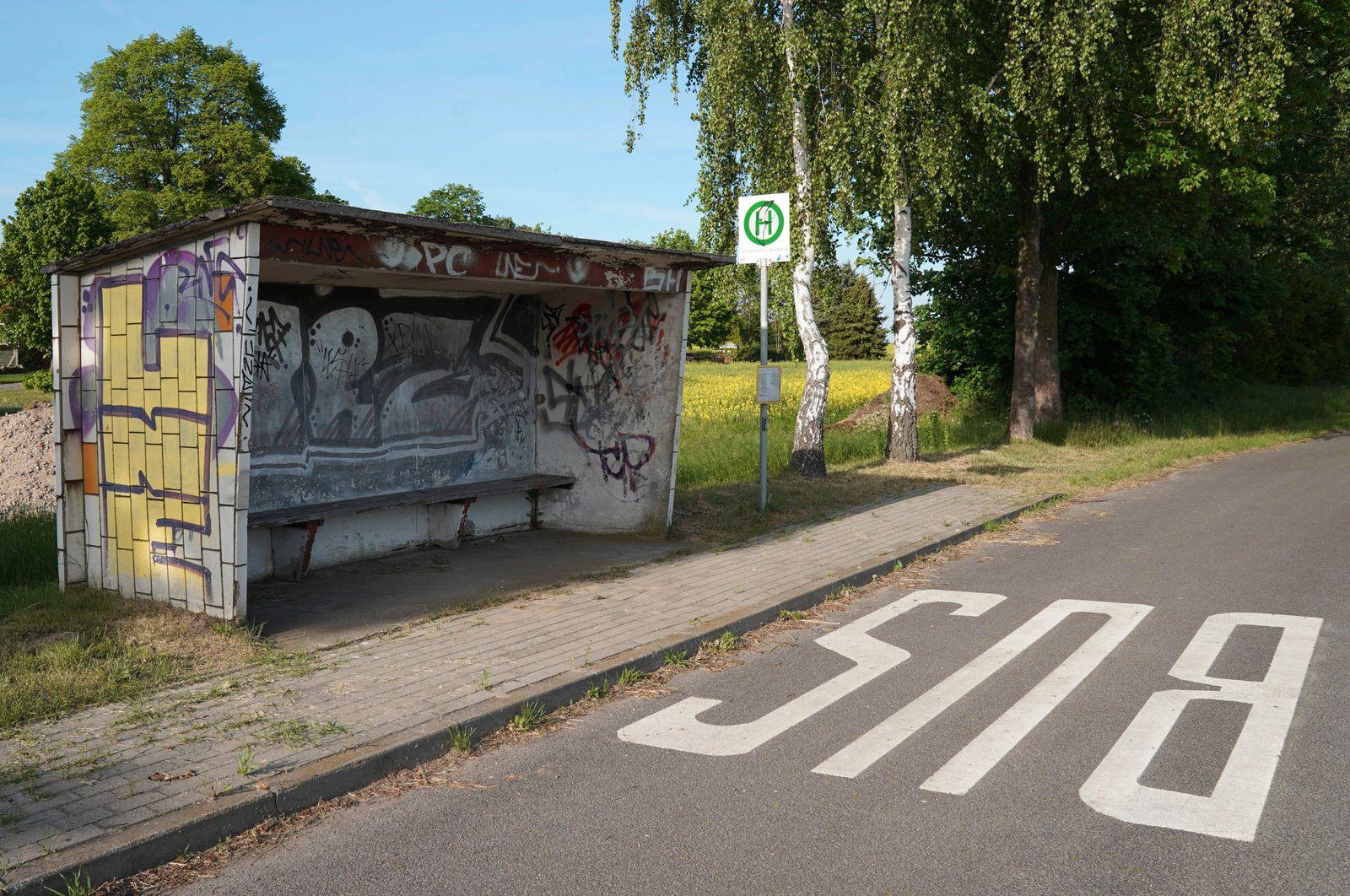 Uckermark GER, Deutschland, 20200522,Uckermark, Bushaltestelle Wilhelmshof Siedlung *** Uckermark GER, Germany, 20200522