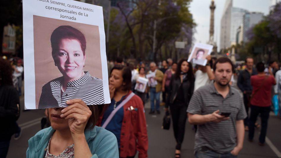 Protestzug nach Ermordung der Journalistin Miroslava Breach (Archivbild): Acht Medienschaffende wurden laut Reporter ohne Grenzen im vergangenen Jahr umgebracht