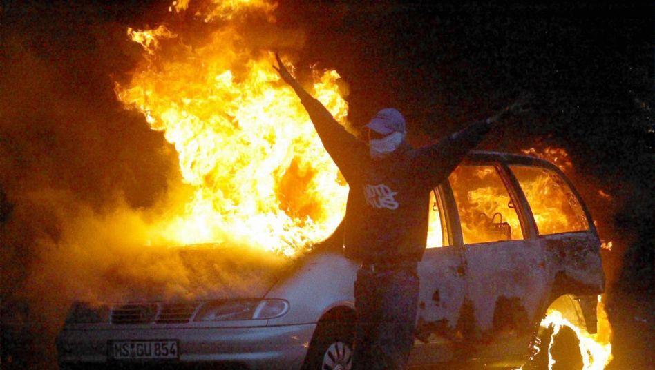 Brennendes Auto in Kreuzberg: Spuren vermeiden