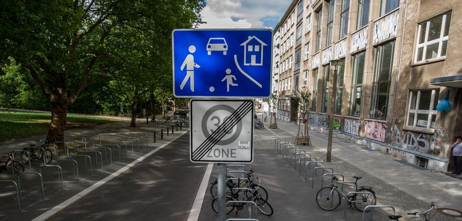 Gudvanger Straße im Prenzlauer Berg: Spielstraße in Teilzeit