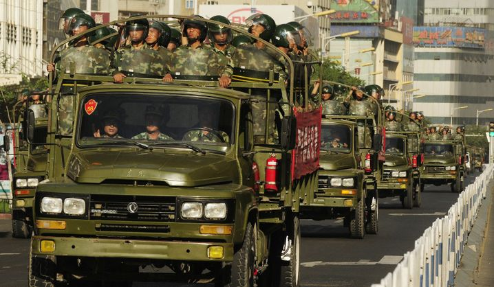 """Militär in Xinjiang: """"Was kann man gegen so viele Soldaten ausrichten?"""""""