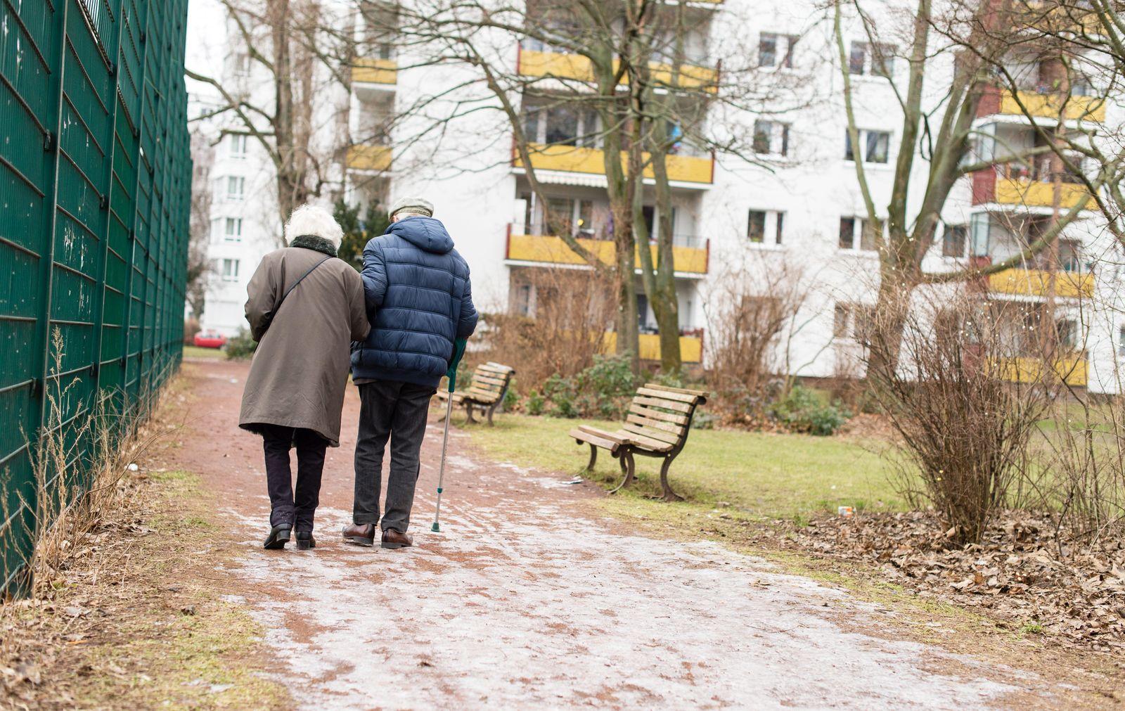 Rente / Rentner / Senioren / Altersarmut / älteres Ehepaar