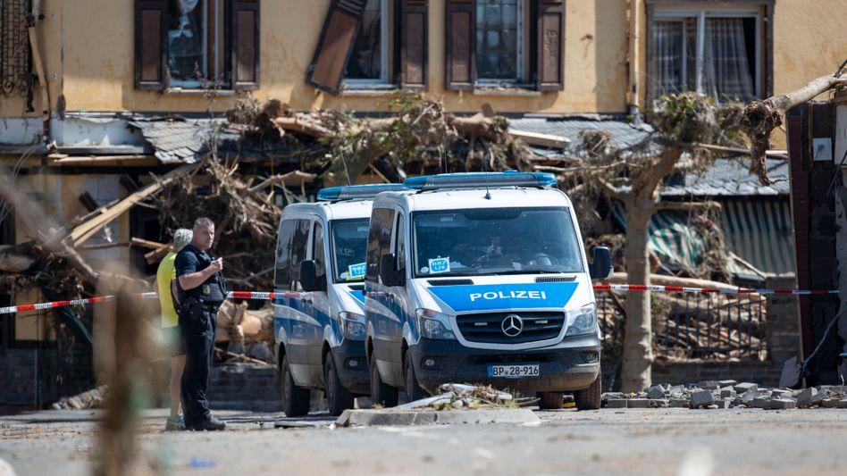 Polizei im Katastrophengebiet