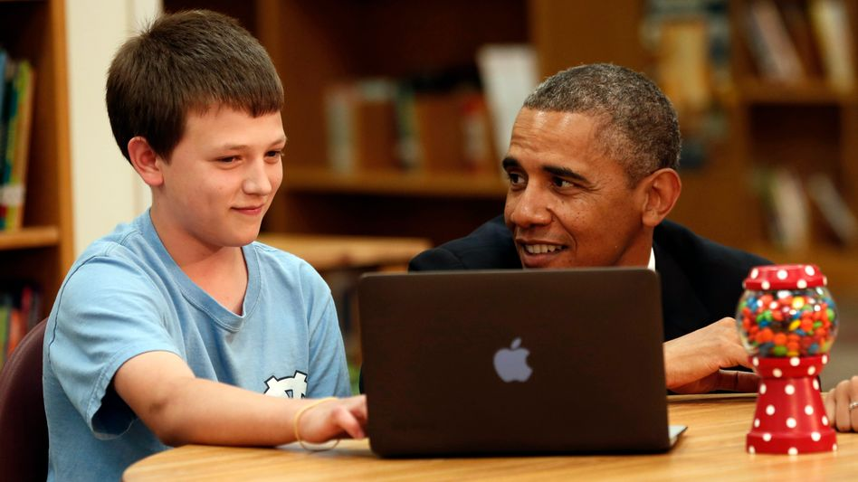 Obama liest mit: Solche Fotos sammelt ein Tumblr-Blog