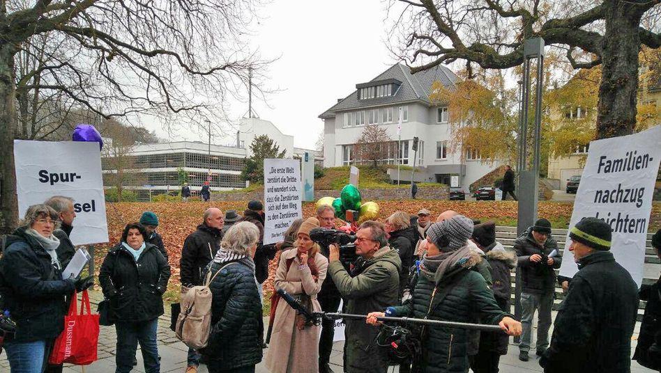 Protest anlässlich der Rückgabe der Ehrennadeln in Kiel