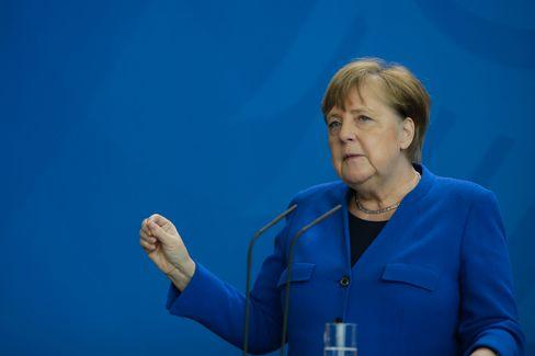 """Kanzlerin Angela Merkel: Bei """"sachgerechtem Umgang"""" könnten die Masken einen Beitrag zum Infektionsschutz leisten"""
