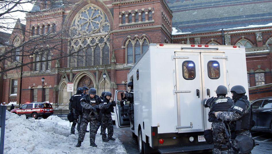 Spezialeinheiten vor der Harvard-Universität: Semesterabschlussprüfungen abgebrochen