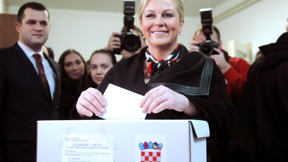 Grabar-Kitarovic bei der Stimmabgabe: Prognosen zufolge hat sie gewonnen