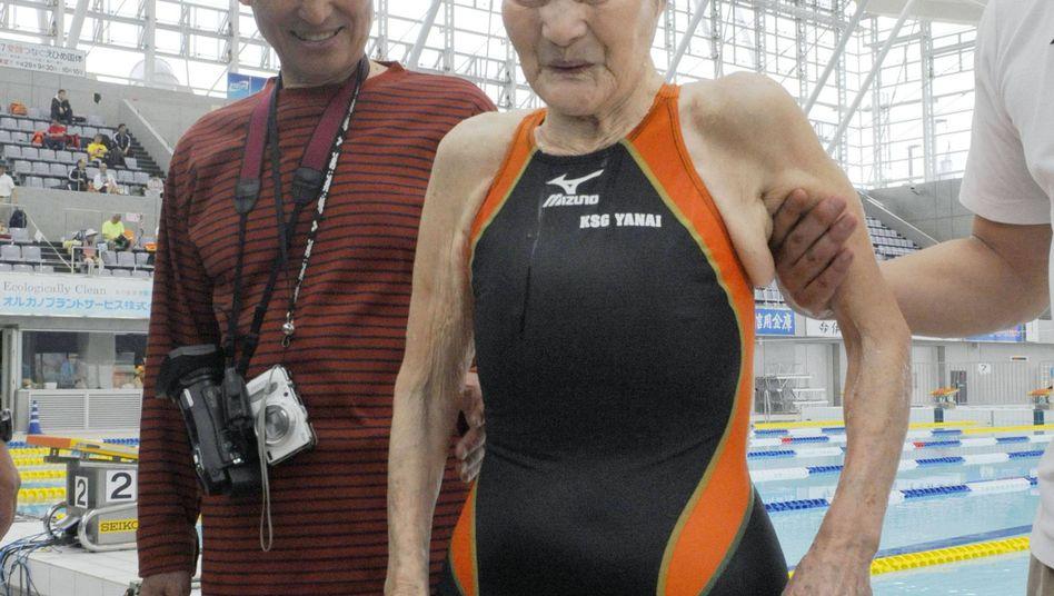 Mieko Nagaoka: Hat als erste Hundertjährige einen Schwimmwettkampf über 1500 Meter Freistil beendet