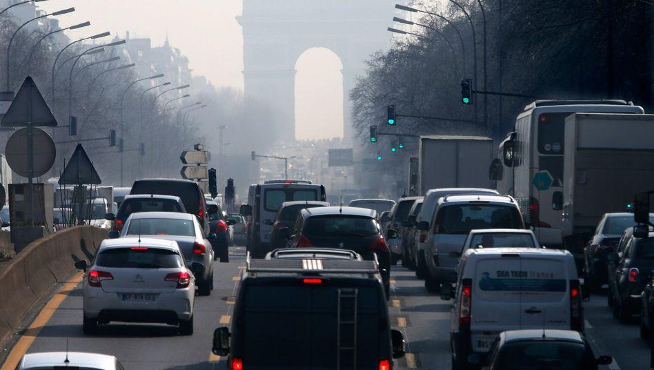 Berufsverkehr in Paris (Archiv): Autos verstopfen die Straßen der Hauptstadt