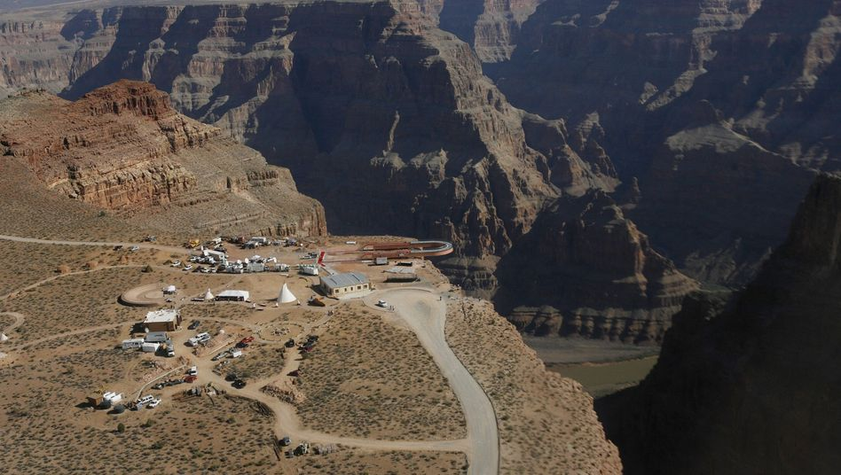 Skywalk über dem Grand Canyon (Archiv)