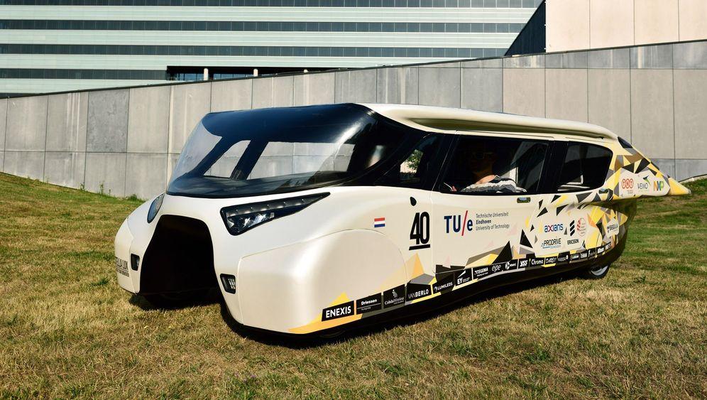 Solarmobil: Positivenergie-Auto Stella Lux schafft 1000 Kilometer Reichweite