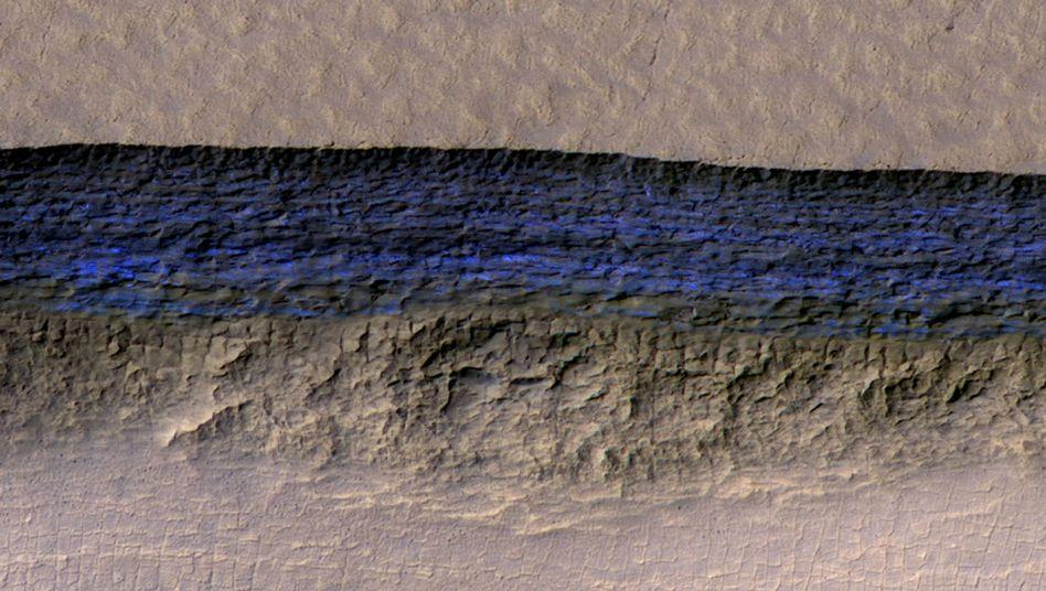 Marsoberfläche mit farblich hervorgehobener Eisschicht