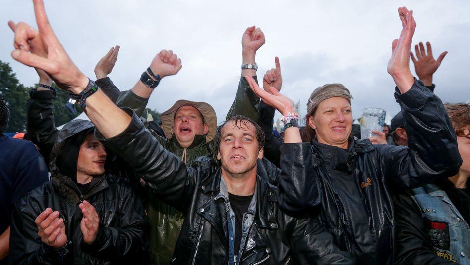 Zuschauer beim Wacken Open Air 2015: Rock 'n' Regen