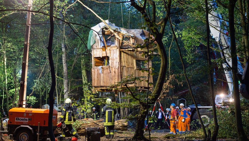 Räumungsarbeiten im Hambacher Forst