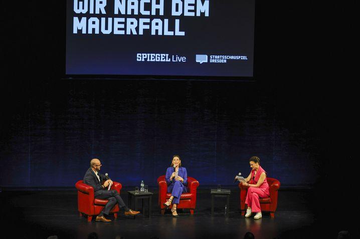 SPIEGEL-Redakteure Janko Tietz (l.), Susanne Beyer (r.) im Gespräch mit Christiane Paul