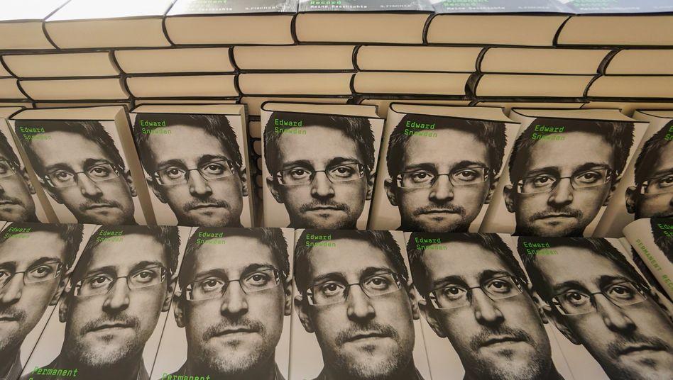 """Ein Gesicht, das man in vielen Ländern kennt: 2019 veröffentlichte Edward Snowden sein Buch """"Permanent Record"""""""