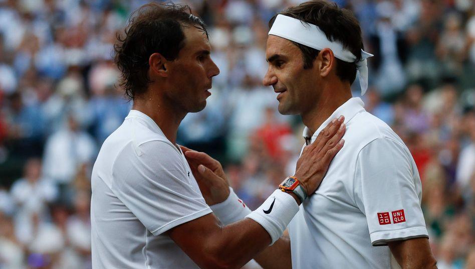 Rafael Nadal (links) und Roger Federer nach dem Halbfinalsieg des Schweizers