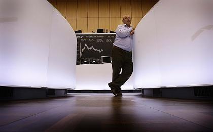 Aktienhändler in Frankfurt: Ruhiges Ende einer turbulenten Börsenwoche