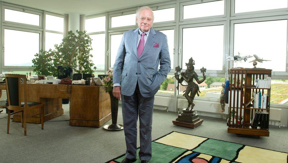 Reinhold Würth in seinem Büro in der Konzernzentrale seines Unternehmens in Künzelsau (Archivbild)
