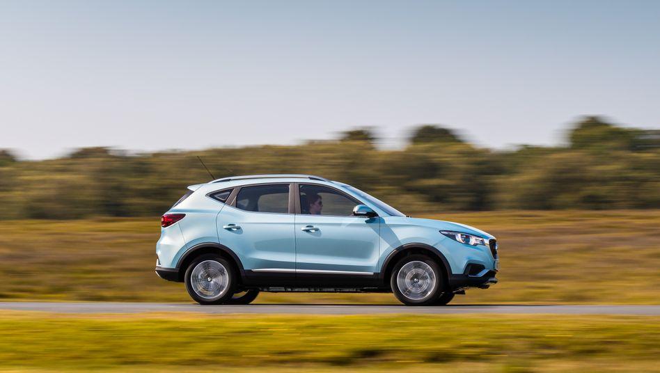 Der MG ZS ist ein Elektroauto im Kompakt-SUV-Format. Der Stromer wird ab rund 32.000 Euro schon bald in Deutschland angeboten.
