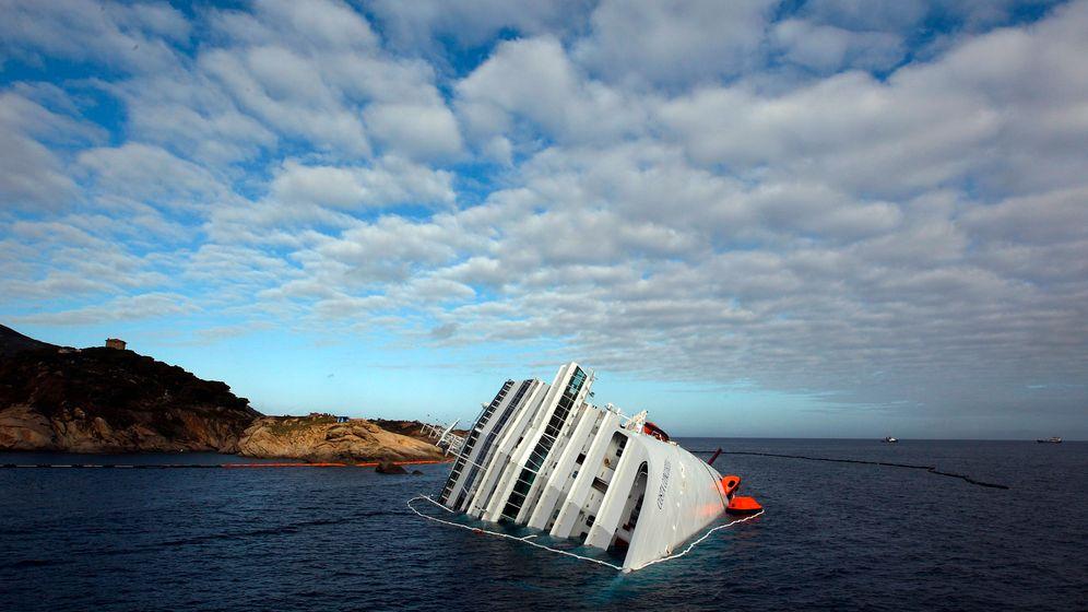Photo Gallery: The Drama of the Costa Concordia