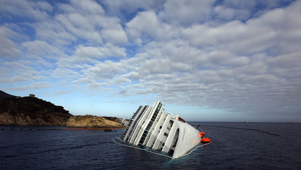 Photo Gallery: The Drama of the Costa Concordia