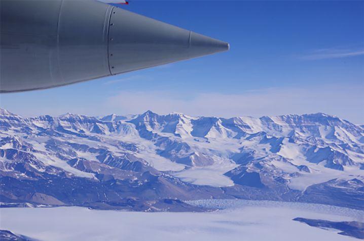 Forschungs-Flug an der östlichen Grenze des Ross-Schelfeises