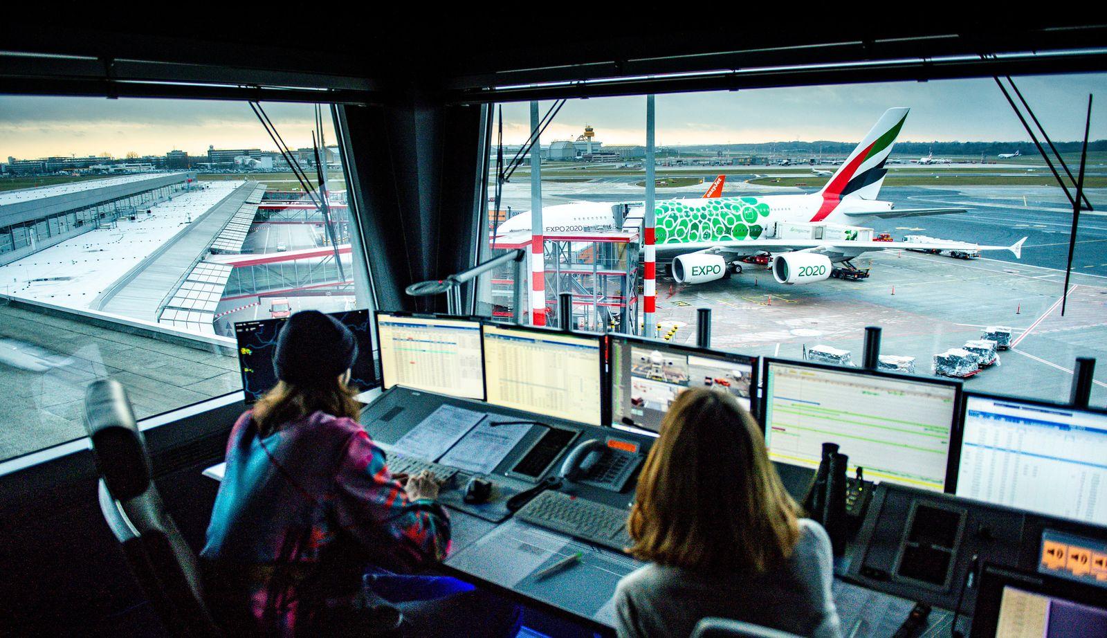 Flughafen Hamburg/ Bodenlotsen im Tower
