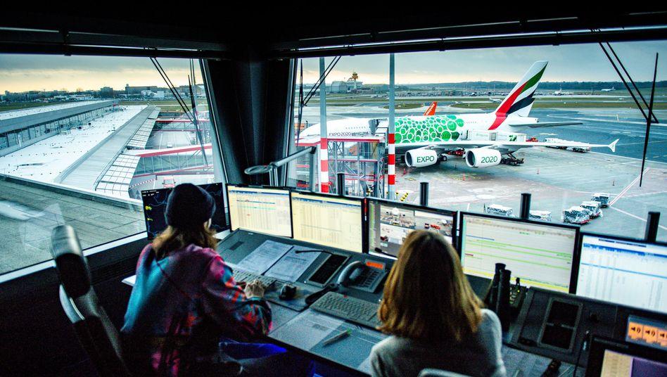 Vorfeldkontrolle am Hamburger Flughafen