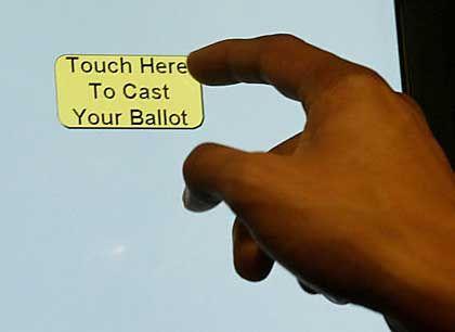 Touchscreen zur Stimmabgabe: Gerüchte über Zugang des Herstellers zum zentralen Wahlcomputer