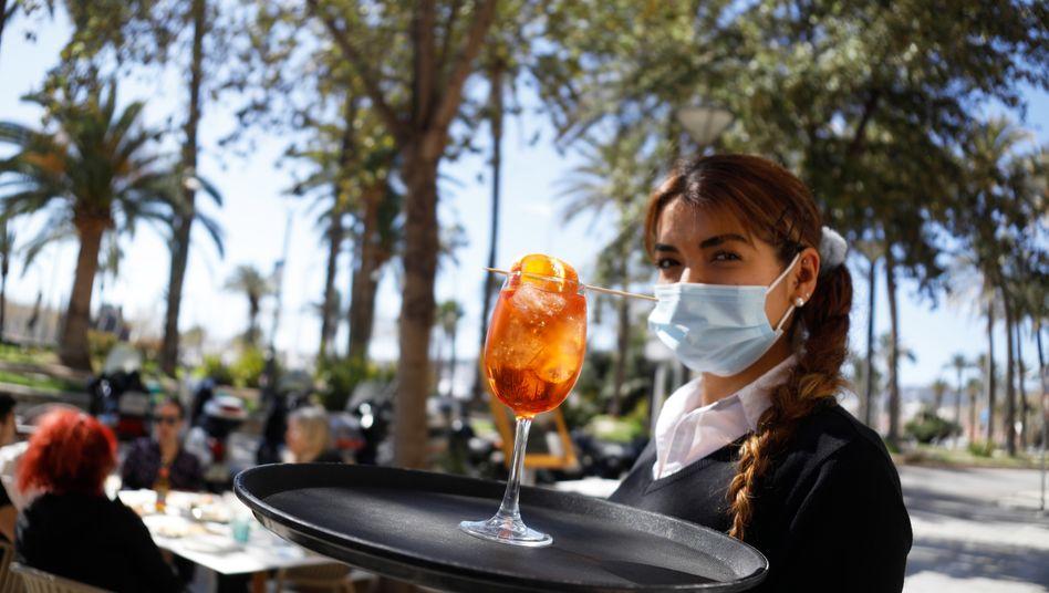 Kellnerin auf Mallorca (Symbolbild)