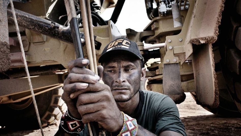Protestierender Indianer bei einer Blockade der Damm-Bauarbeiten im Oktober: Wie im Film »Avatar«