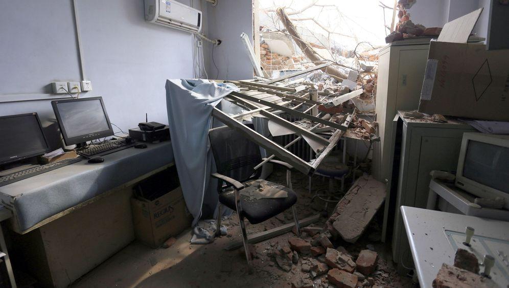 Abriss-Krankenhaus in China: Lassen Sie mich durch, ich bin Bulldozer
