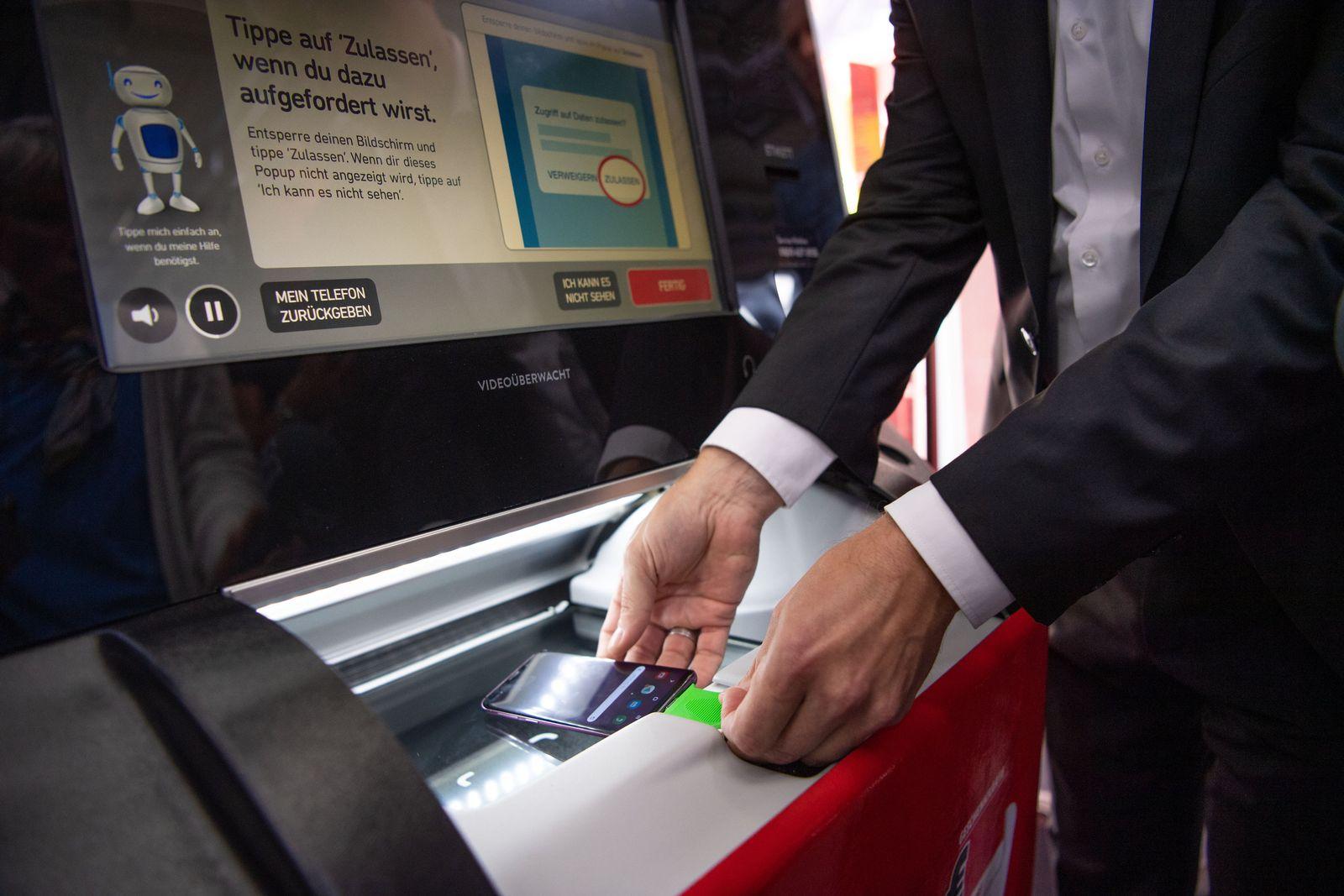 MediaMarkt testet Automat zum Ankauf alter Handys