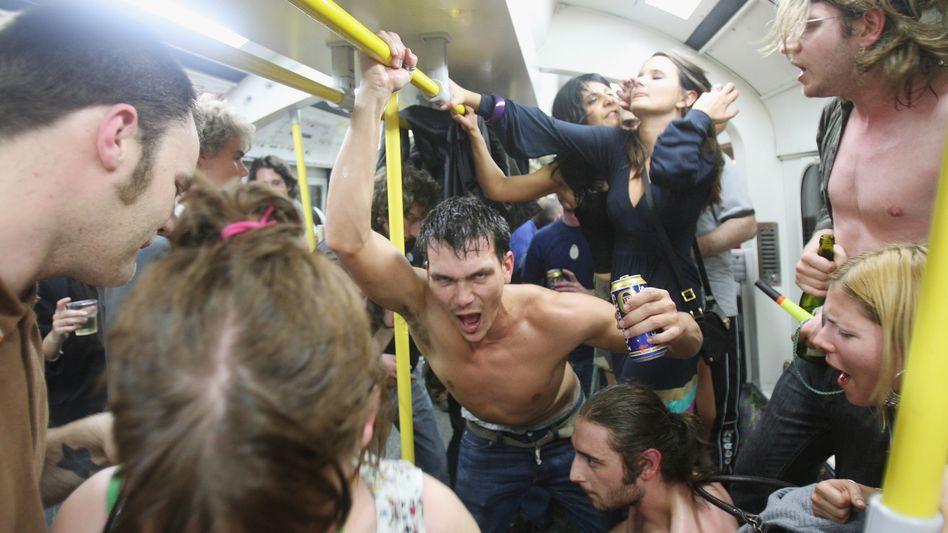 Cocktail-Party in der Londoner U-Bahn: Furchtbar ist, wenn die Mehrheit schweigt