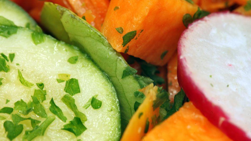 Buntes Gemüse: Auf eine frischen Salat können sich die Anhänger (fast) aller Ernährungschulen einigen