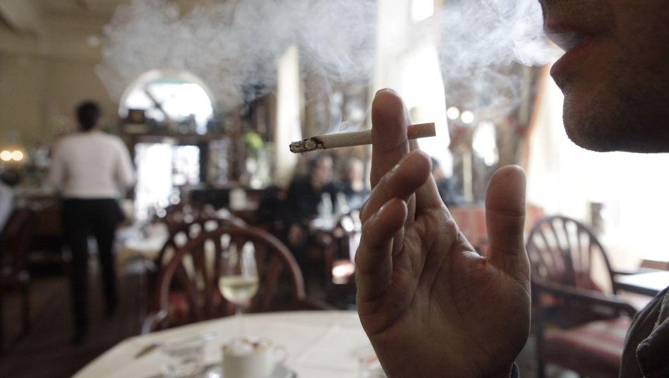 Raucher im Wiener Kaffeehaus