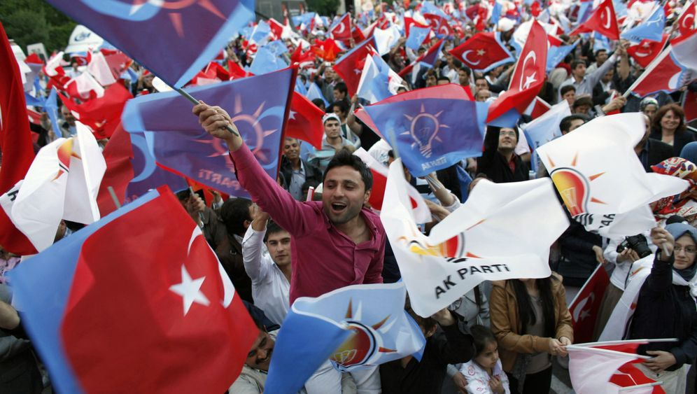 Photo Gallery: Turkey Goes to the Polls