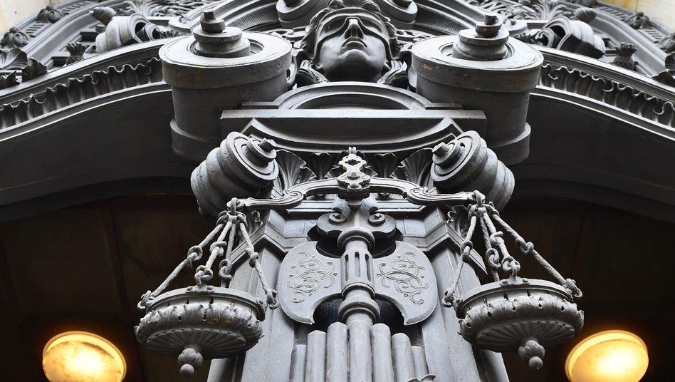 Eingang zum Kriminalgericht in Berlin