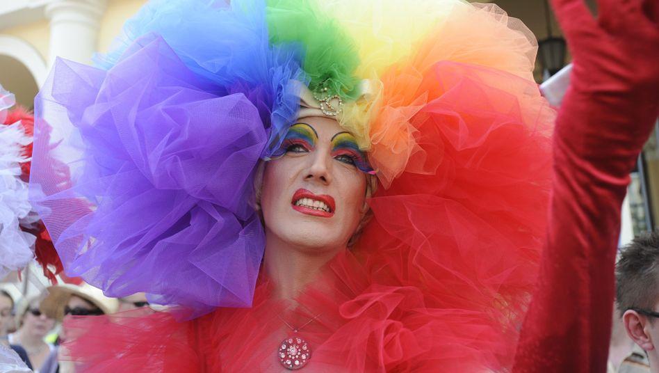 LGBT: Die Firmen müssen Farbe bekennen (Symbolbild von einer Schwulenparade in Warschau)