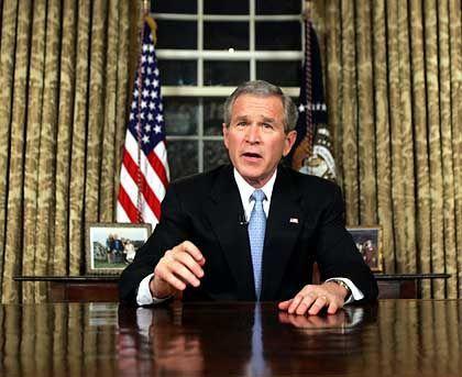 """George W. Bush: """"Der Feind ruft jemanden an, und wir wollen wissen, wen"""""""