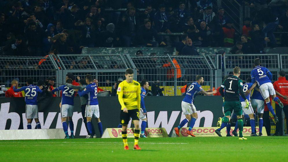 Bundesliga: Schalker Aufholjagd, Dortmunder Versagen