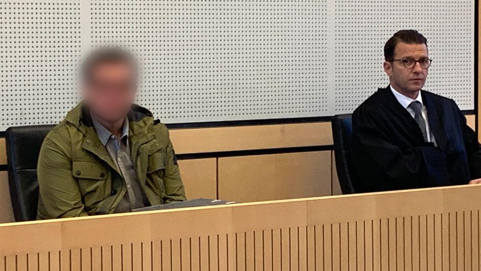 Der Angeklagte Imad A. neben seinem Verteidiger Wolfgang Stahl: Plante der 34-Jährige einen erweiterten Suizid?