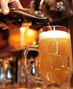 Die Großkonzerne in der Bierbranche kaufen nach Kräften kleinere Konkurrenten auf