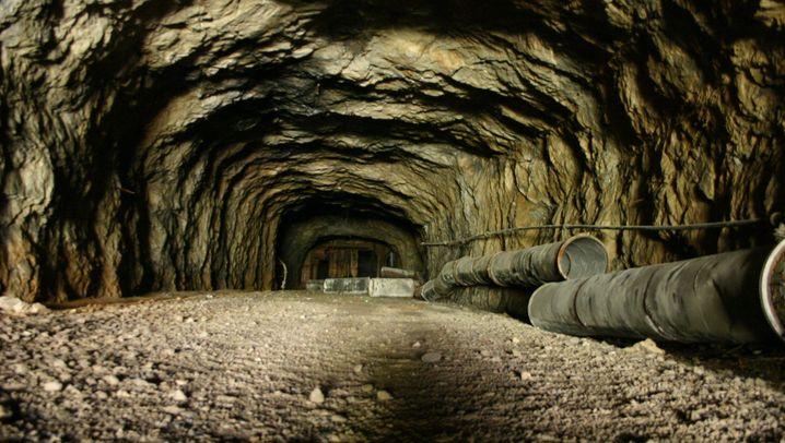 Geheime Treibstofffabriken: Das Benzin aus dem Berg
