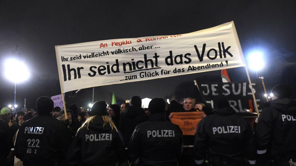Protest gegen Pegida: Mehrheit der Deutschen verneint die Aussage, Muslime seien grundsätzlich gewaltbereit