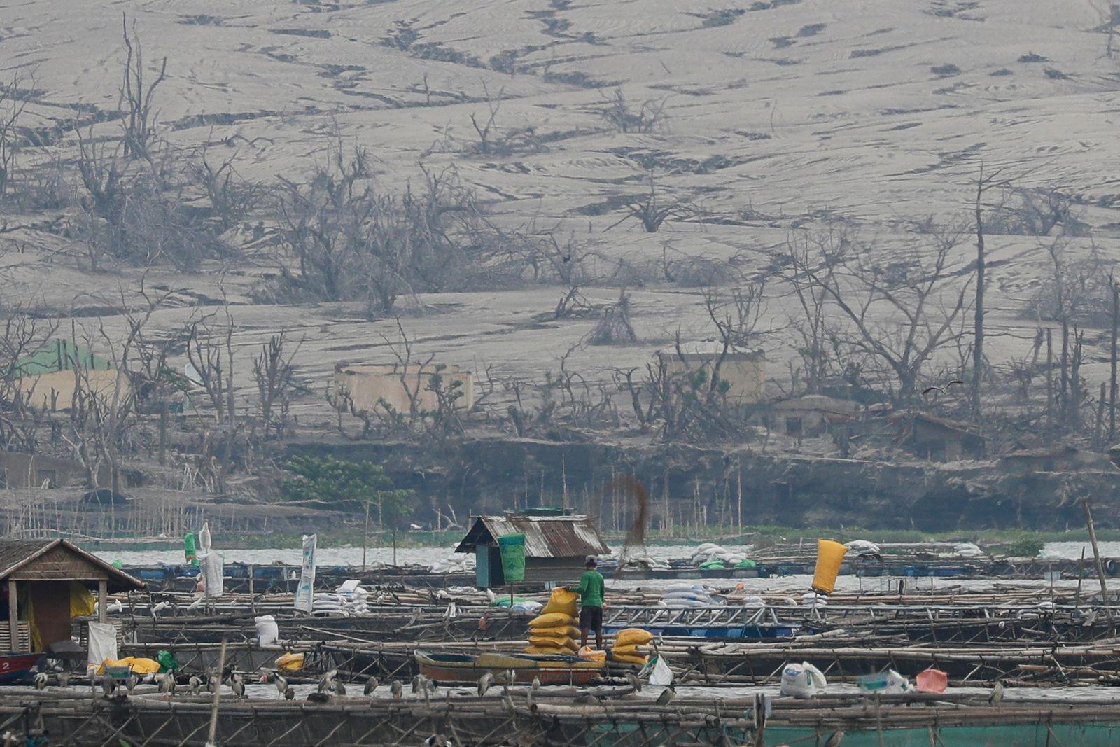 Vulkan Taal auf den Philippinen ausgebrochen