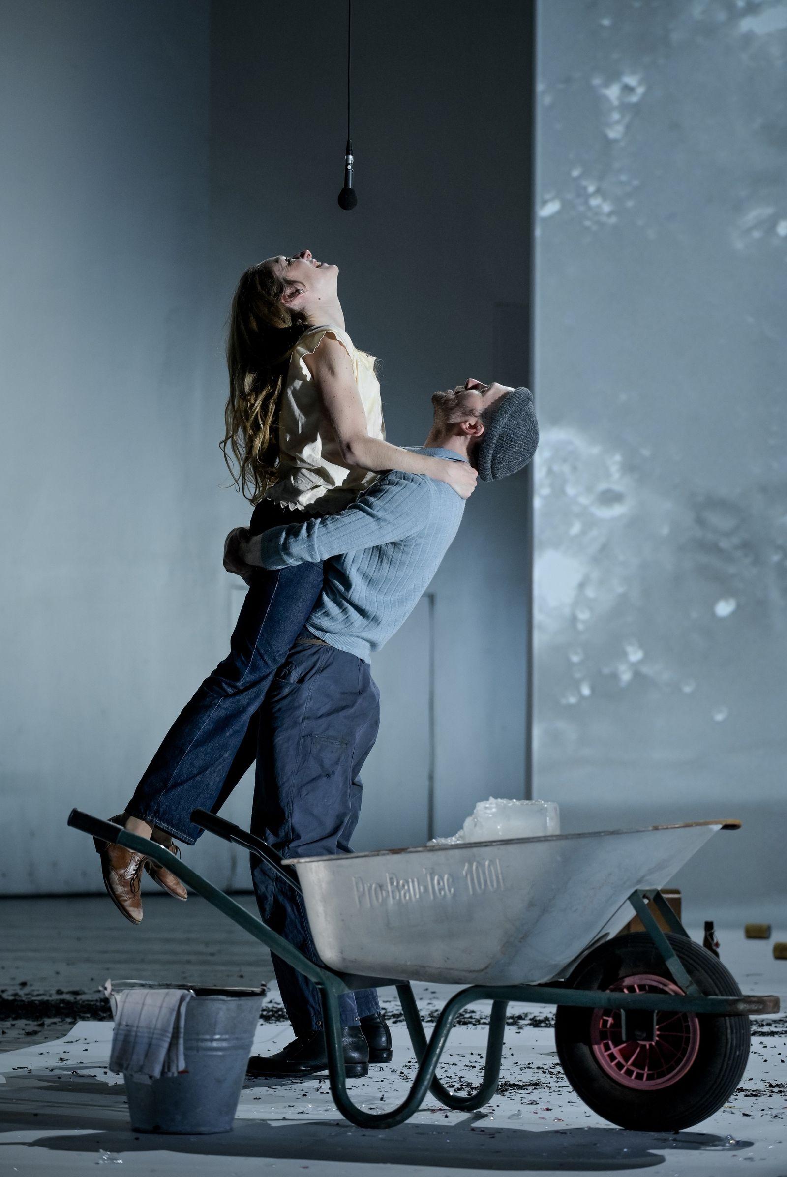 EINMALIGE VERWENDUNG Kultur/ Theater/ Franziska Linkerhand