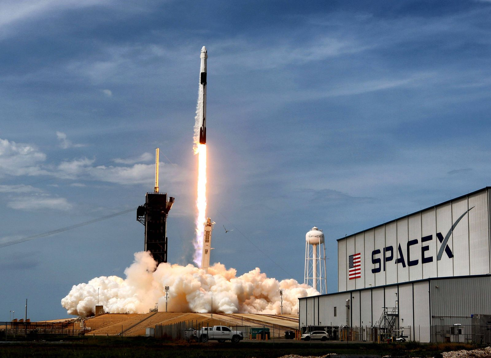 May 30, 2020, Kennedy Space Center, FL, USA: On May 30, 2020, the SpaceX Falcon 9 Crew Dragon capsule lifts off from Ken